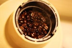 Zrna su postala uljasta, pečenje je gotovo. Tamno pečena kafa
