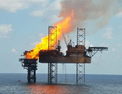 Platforma koja gori u Severnom moru